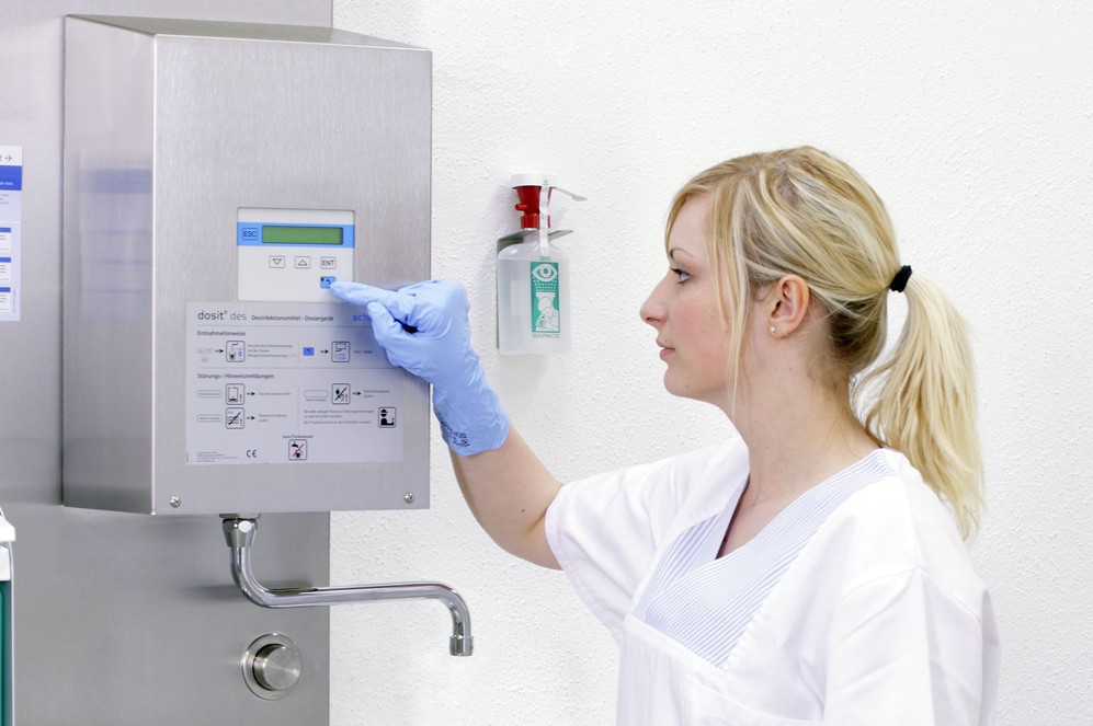 For use in unclean work spaces / cleaning stations in hospitals and nursing homes or other areas with similar requirements.